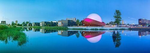 Panorama Restaurant DOT in Groningen met de Martinitoren op de achtergrond van Ron Buist