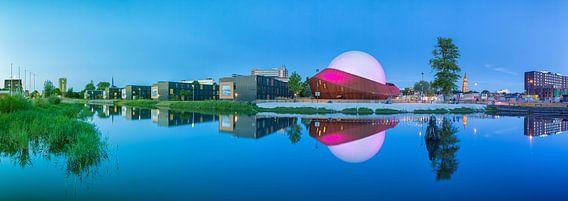 Panorama Restaurant DOT in Groningen met de Martinitoren op de achtergrond