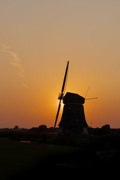 Holländische Windmühle - Sonnenuntergang - Porträt von Marcel Mombarg