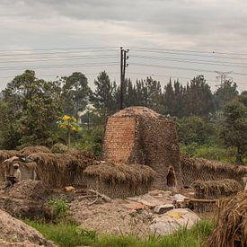Bakstenen bakken in Afrika sur Mariette Kapitein