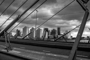 Skyline Rotterdam vanaf Erasmusbrug van