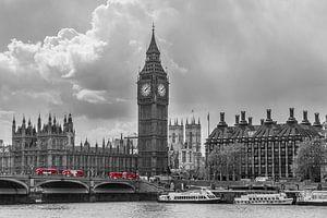 Skyline van Londen met rode bussen - 1