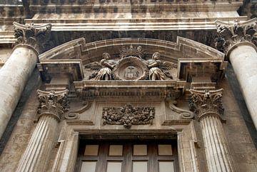 oud gebouw met pilaren, romeins van Carmela Cellamare