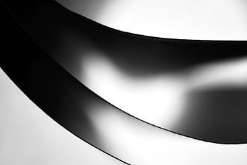 Minimalistische zwart-wit foto van papieren vellen van Frank Heinz