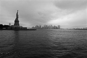 Lady Liberty bewaakt de stad van Willem Holle WHOriginal Fotografie