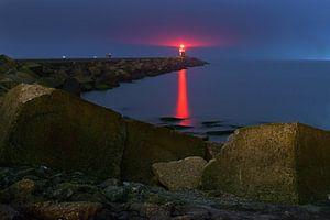 Vuurtoren bij zonsondergang van Peet Romijn
