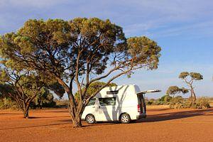 Kamperen op lege camping, Australië outback