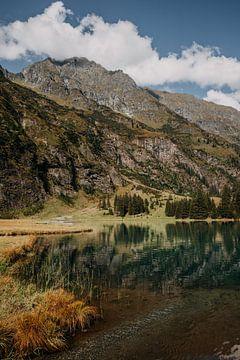Schöner See im Tal in Österreich von Yvette Baur