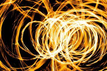 vuurballen vliegen in het rond! (1) van de buurtfotograaf Leontien