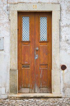Die Türen von Portugal braun Nummer 66. von Stefanie de Boer