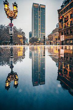 s Ochtends in Frankfurt am Main bij de opera een reflectie van Fotos by Jan Wehnert