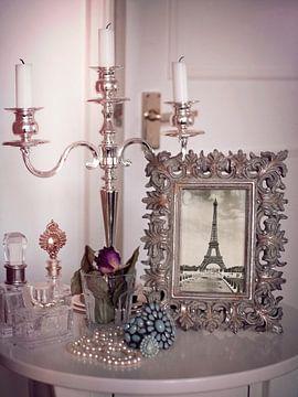 Tour Eiffel vintage rose pastel dans un cadre photo