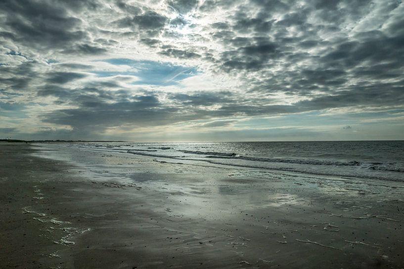 Strand Zeeland met wolkenlucht van Bianca Boogerd