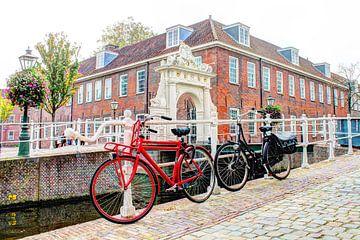 Fietsen bij de Doelenkazerne in Leiden van Hendrik-Jan Kornelis