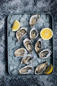 Sf 12338985 Verse oesters met citroenen op ijs van BeeldigBeeld Food & Lifestyle