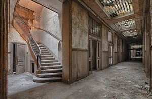 Upstairs von Robert Van den Bragt