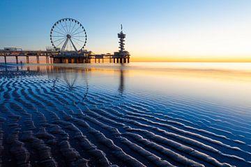 Scheveningse pier in zonsondergang von Sander Hupkes