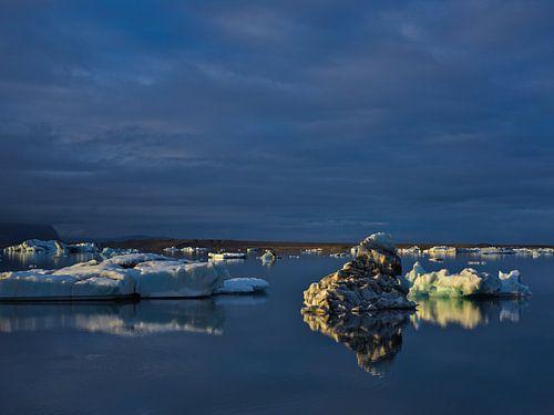 IJsschotsen bij Jokulsarlon ijsmeer, IJsland van