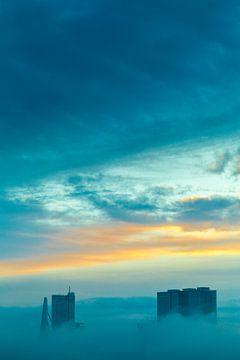 Foggy Skyline Rotterdam van Wilco Schippers