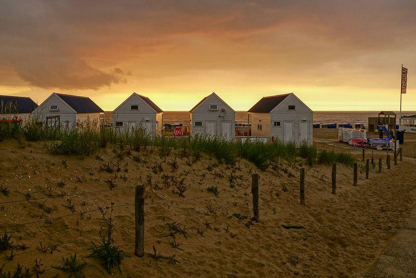 strandhuisjes in Katwijk van Dirk van Egmond