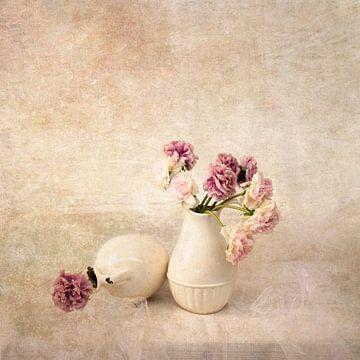 Stilleben mit rosa Blüten von Guna Andersone