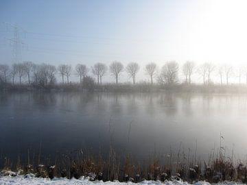 Winterlandschap aan het kanaal  von Nicky`s Prints