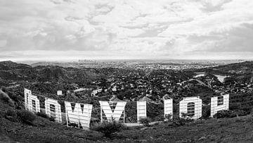 Los Angeles vom Mount Lee aus gesehen über dem Hollywood-Schild. von Patrick van Os