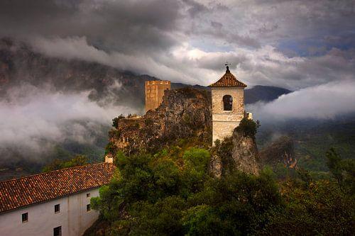 Castell de Guadelest, Spanje van Peter Bolman
