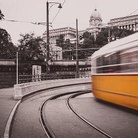 Gele tram raast voorbij! van Joris Pannemans