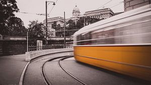 Gele tram raast voorbij!