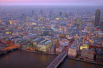 Vue aérienne de Londres au Royaume-Uni au coucher du soleil sur Nisangha Masselink
