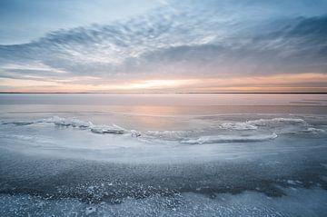 Bevroren IJsselmeer bij Cornwerd van Annie Jakobs