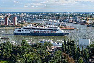 MS Rotterdam en SS Rotterdam / Holland America Line / Euromast von Rob de Voogd / zzapback