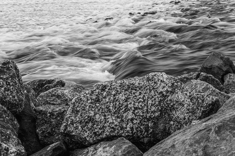 Wellenförmiges Wasser. von Anjo ten Kate
