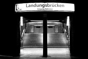 'S nachts: entree Landungsbruecke