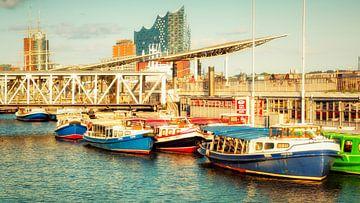 Hamburger Hafen mit Elbphilharmonie van Holger Debek