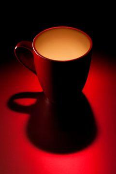 serie Simply Red, titel Evenbeel (rode koffiekop) van Kristian Hoekman