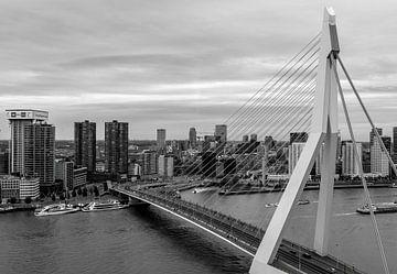 Skyline Rotterdam in schwarz-weiß von Marjolein van Middelkoop