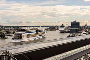 Cruiseships komen aan in Amsterdam.