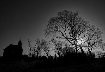 Die heidnische Kapelle auf dem Friedhof Stroe von Natascha Worseling