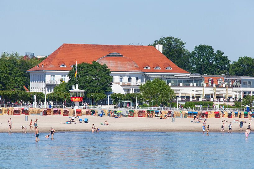 Strand met Atlantic Grand Hotel Travemünde, voormalig Casino Travemünde, Lübeck-Travemünde, Lübeck,  van Torsten Krüger