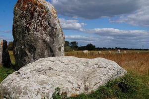 Menhirs in Bretagne in de wolken van wil spijker