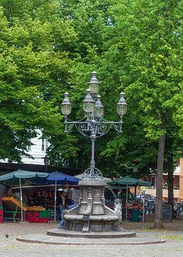 Alte Straßenlaterne mit Marktständen, Großneumarkt, Neustadt, Hamburg, Deutschland, Europa von Torsten Krüger