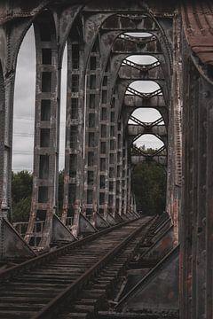 Verlaten spoorweg/brug van Servaas Hiel