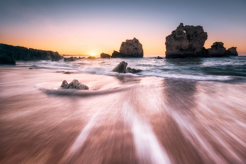 Back into the sea (Praia de Arrifes / Algarve / Portugal) van Dirk Wiemer