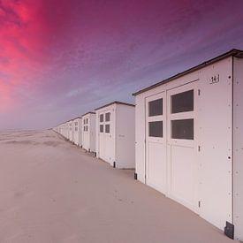 Strandhuisjes op Texel tijdens zonsondergang van Rob Kints