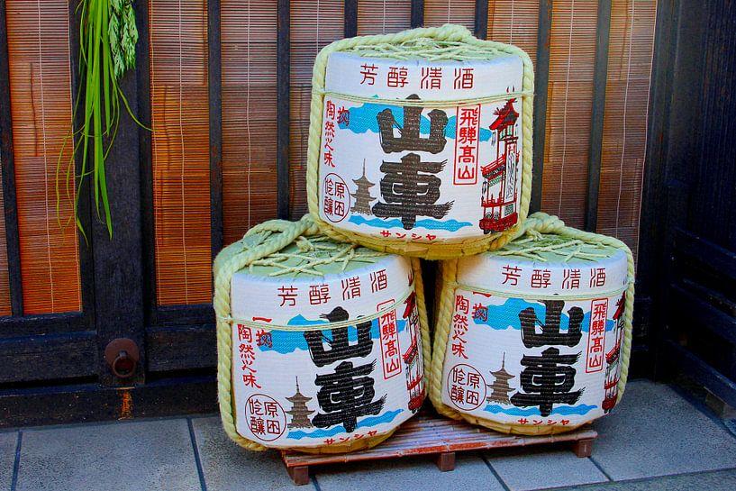 Sake (rijstwijn) vaten, Japan van Inge Hogenbijl