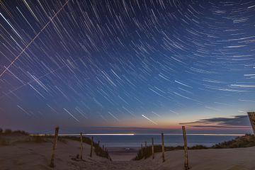 Sternenhimmel über Strand Bloemendaal von Ralph Jaspers