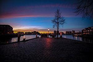 Zonsondergang aan de Merwede in Dordrecht van Hans Oskam