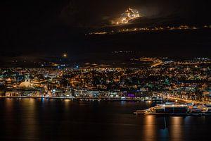 Akureyri at night von